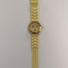 Ur som sjældent er blevet brugt. Perfekt stand 🌟 Kan sendes eller afhentes i Kolding/Egtved