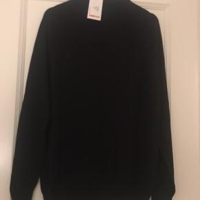 Helt ny sort sweatshirt, trøje fra Kronstadt i str s.