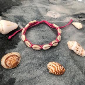 Pink armbånd med muslinger ❌ JULETILBUD, 20% PÅ ALLE SMYKKER + GRATIS FRAGT VED KØB FOR OVER 150kr ❌