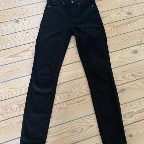 Brugt en gang. højtaljede skinny jeans.  Størrelsen hedder W28 L32