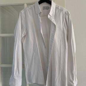 Super fin skjorte fra danske Et Al, fejler ikke noget men har nogle år på bagen.