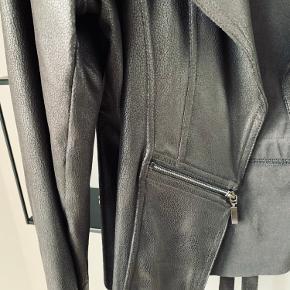 Flot jakke med fine detaljer
