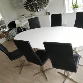 6 læderstole samt højklansbord Bord 200x100cm Stoles nypris 1600 stk. Bord nypris 5000 Sælges samlet til fast pris på 4500