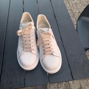 Cond 8 ca, bare beskidte shoelaces