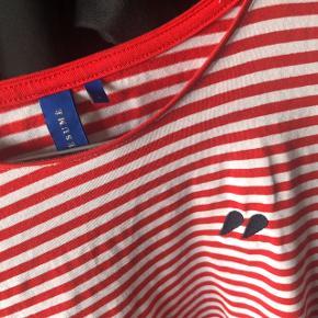 Rød og hvid stribet langærmet trøje fra Résumé. Brugt få gange.  Se endelig mine andre annoncer😋