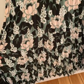 Så fin nederdel fra &other Stories  Ny :)  NP 699.-