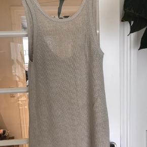 Flot strikket kjole med dyb ryg. Købt herinde og den har næsten ikke været brugt.  Kom med et bud ;-)