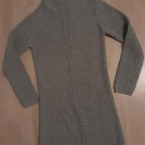 Lækker strik kjole fra Mono i str 12 år, 25kr