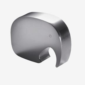 Super fin og sød elefant fra Georg Jensen i blankpoleret alluminium - fungerer som oplukker og pynter rigtig fint 🐘☀️  Kan afhentes på Amagerbro, betaling skal gerne ske igennem MobilePay 📱 👗👚Se også mine andre annoncer 👖👕