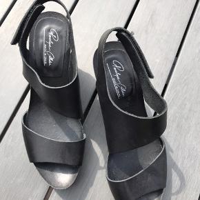 Sort Penelope sandaler, glat skind med Plateau Brugt 2 gange Nypris 1499 Kom med et bud