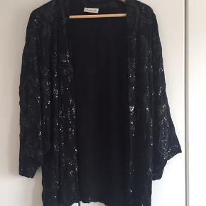 Fin jakke / cardigan fra Ganni. Oversize kan passe str 36-40