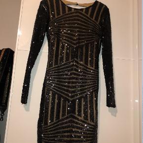 Flot kjole, der kan bruges til nytår. BooHoo, str. S