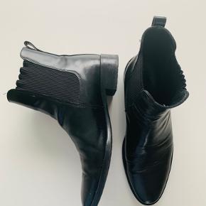 Lækker læderstøvle fra Angulus, brugt men i fin stand.