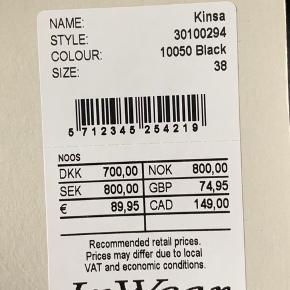 Behagelige bukser fra InWear. Størrelse 38 og aldrig brugt, prismærket er stadig på. Nypris: 700 kroner. Kan sende hvis køber betaler for fragt.