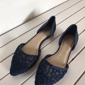 Søde blonde ballerina sko str. 35, aldrig brugt!   Har et par i blå, grøn og sort. Sælges enten enkeltvis til 100 kr. eller 250 kr. for alle 3 par.