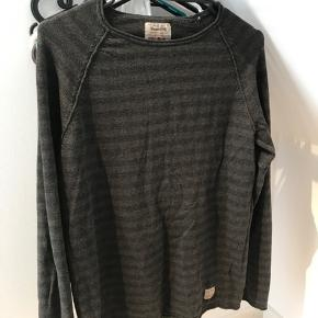 Jack & Jones sweater bought for but never worn by my teenage son. Comes from a home with dogs. Pickup in Lyngby.