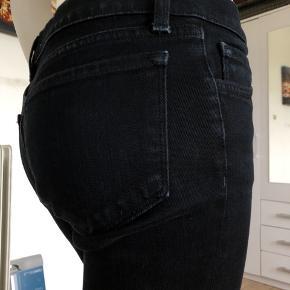 Flotte J Brand sorte jeans. Brugte lidt men fejler absolut intet.  Model The Deal pencil leg.  Str 27.  Byttes ikke.
