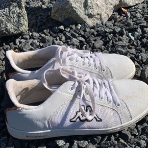 Fede Kappa sko, de er lidt brugte og lidt beskidte, men ellers fejler de intet☀️