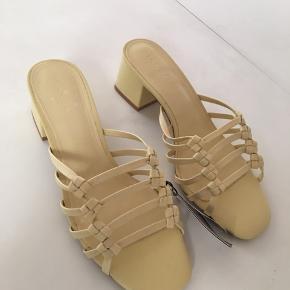 Fine sandaler fra Mango i str. 39. Aldrig brugt 🌸
