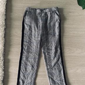 Bukser fra Zara Størrelse 152 passes af en XS God stand