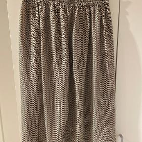 Super sød lang nederdel, i god stand