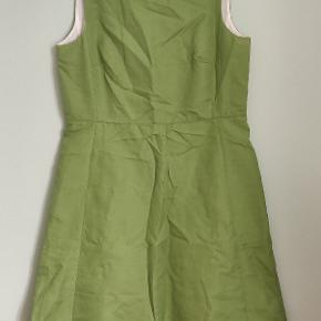 It's in great condition, just needs ironing! Very elegant dress.