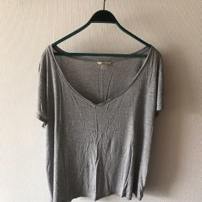 Oversized tshirt i grå fra h&m i str XL.