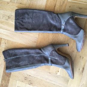 Vintage støvler køb i Berlin. Ruskind, læder og lædersål