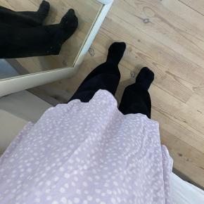 Sød lille kjole fra forever 21 Købt i Washington Størrelse Xs-s Små hvide blomster på