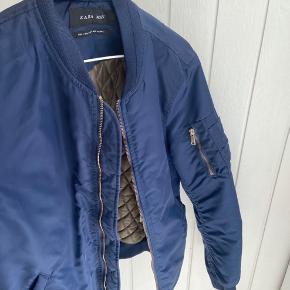 Mørkeblå Bomber Jacket fra Zara Men Str. S - oversized  Fin stand