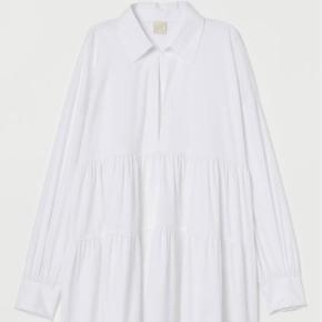 Sød kjole fra H&M, har en syning foran på brystet - ellers er den helt som ny :)