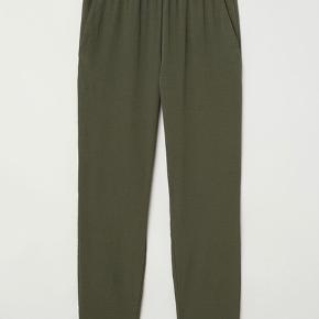 Lækre bukser fra H&M.  Kun prøvet på.