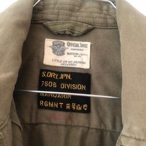 Lækker skjorte (kan også bruges som jakke). Måske lidt lille i størrelse.