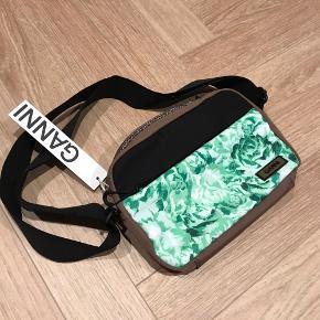 Helt ny taske fra Ganni, stadig med prismærke.