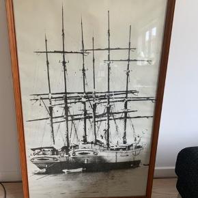 Billede med motiv af båd. Ca 107cm x 66cm