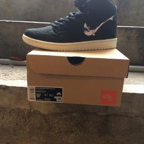 Nike sb dunk High Pro Iso Str. 43, US 9,5  Pris 1100 kr.  Original æske følger naturligvis med.  Har aldrig været brugt.  Kan muligvis skaffe andre str