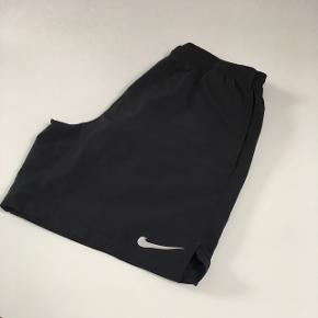 Nike Dri-Fit shorts til herre. Vasket få gange. Sælges grundet forkert størrelse. Str. L