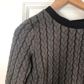 Fin sweater-agtig kjole - perfekt til efteråret og vinteren med et par nylon under