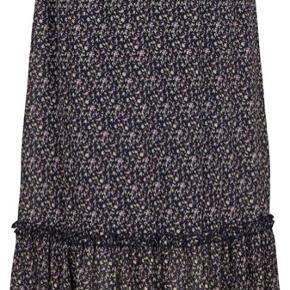 Lækreste Caroline nederdel fra den nye kollektion i meget lækre farver.