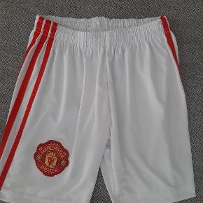 Super fede Manchester United shorts.  Kig endelig forbi mine andre annoncer.   Kan hentes på Amager eller sendes mod betaling