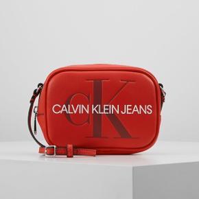 Calvin Klein taske, aldrig brugt.  Fejler ingenting, virkelig en fed taske!