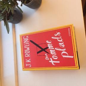 """""""Den tomme plads"""" af J. K. Rowling. Bogen var en gave, som ikke kunne byttes og er aldrig læst😊📚"""
