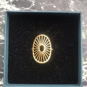 Pernille corydon daylight ring.  Lidt slidt bagved, men ikke noget man lægger mærke til.  - str 55 Skriv hvis du er intra ( FAST PRIS! )