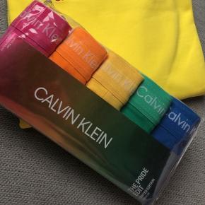 Calvin Klein Pride!!! Ny pris 599 kr