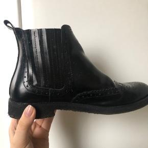 Lækre læderstøvler fra cashott Købt i magasin 2017, men kun brugt få gange Giv et bud - sælges billigt