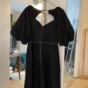 Kjole fra ASOS, aldrig brugt og stadig med prismærket i