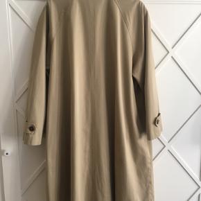 Sælger min genbrugs jakke, købt i Prag for 400, men får den ikke brugt. Fejler intet.
