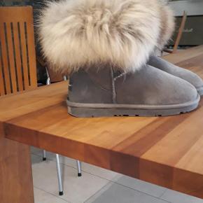 NOME grå bamsestøvle. Super varm lammeskinds 'bamsestøvle' med meget solid sål. Nypris 1.000 (helt nye og i original emballage)