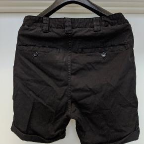 Journal, taper Theo shorts. Str 31. Sælges da de er lidt for korte efter min smag. Kun brugt få gange. Afhentes hos sælger.