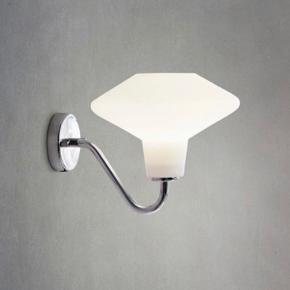 Herstal væglampe - aldrig brugt, kun pakket ud.  Købt for 500 kr. Sælges for 200 kr. ved afhentning på Nørrebro.  Prisen er ikke til forhandling, og lampen sendes desværre ikke.